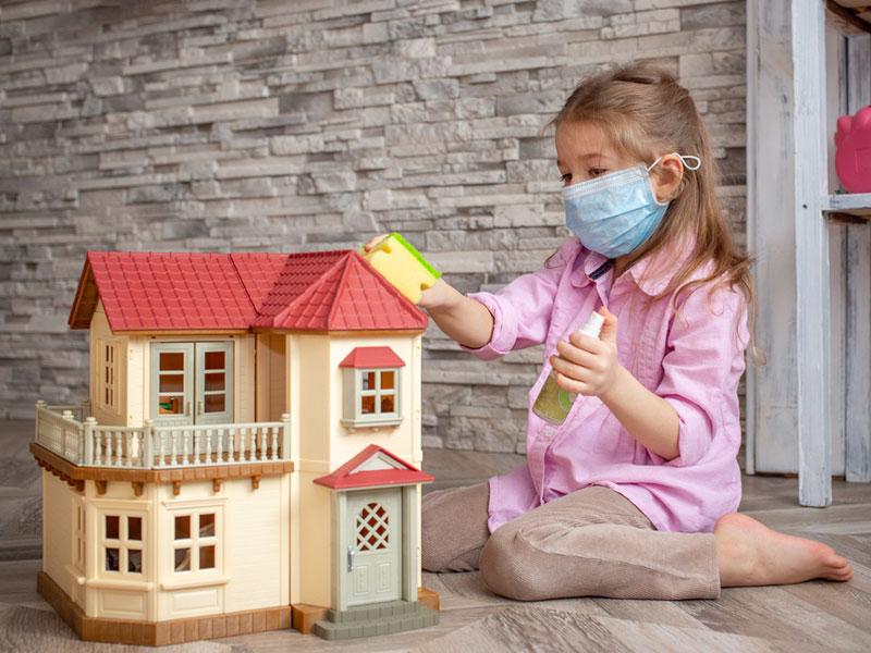 تمیز کردن روزانه اسباب بازی های پراستفاده کودکان