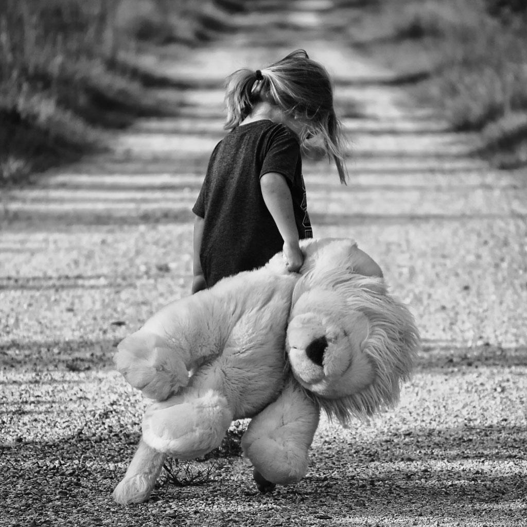 وسواس مادران در شستشوی اسباب بازی ها، باعث احساس گناه در کودکان می شود.