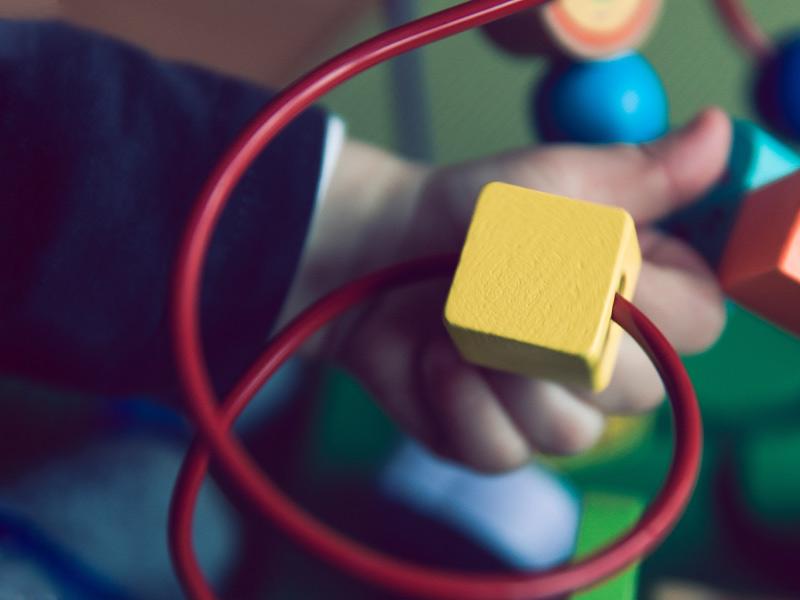 اسباب بازی مناسب کودکان 7-12 ماه