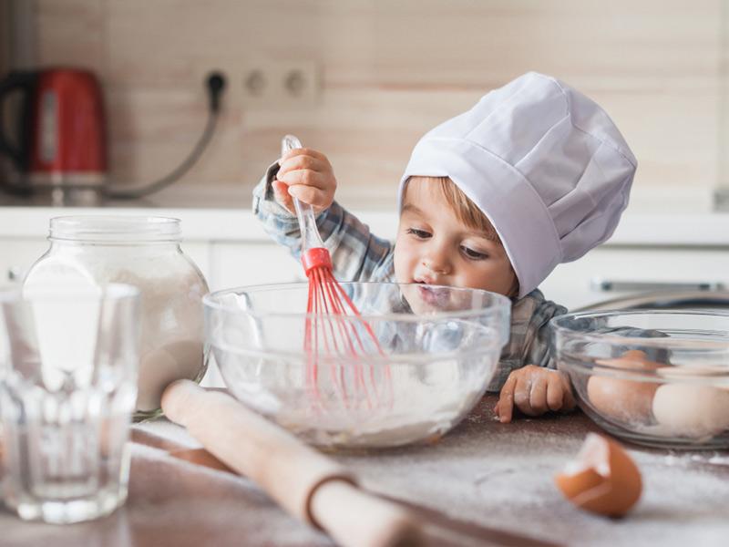 پخت کیک با بچهها