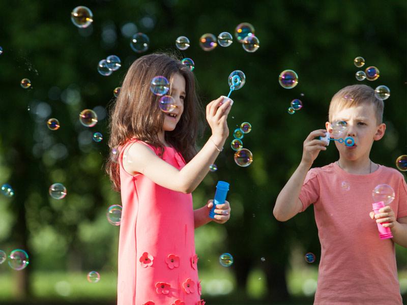 بچهها و حباببازی