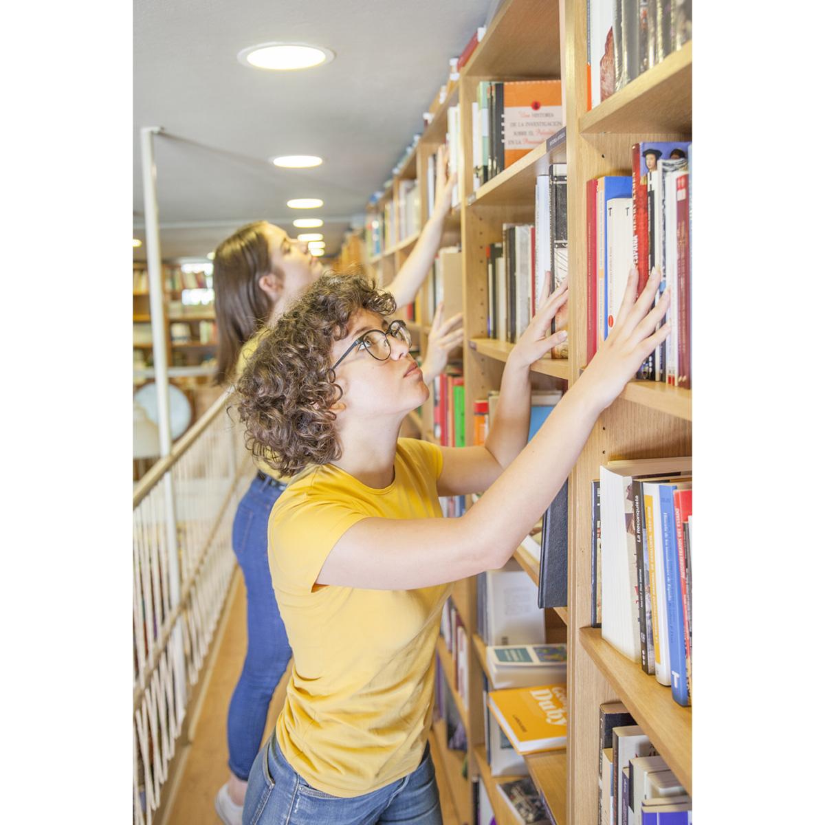 منابع داستان گویی در کتابخانه و کتاب فروشی