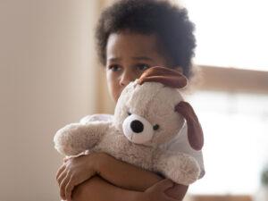 علل و نشانههای استرس و اضطراب در کودکان و راههای درمان آن