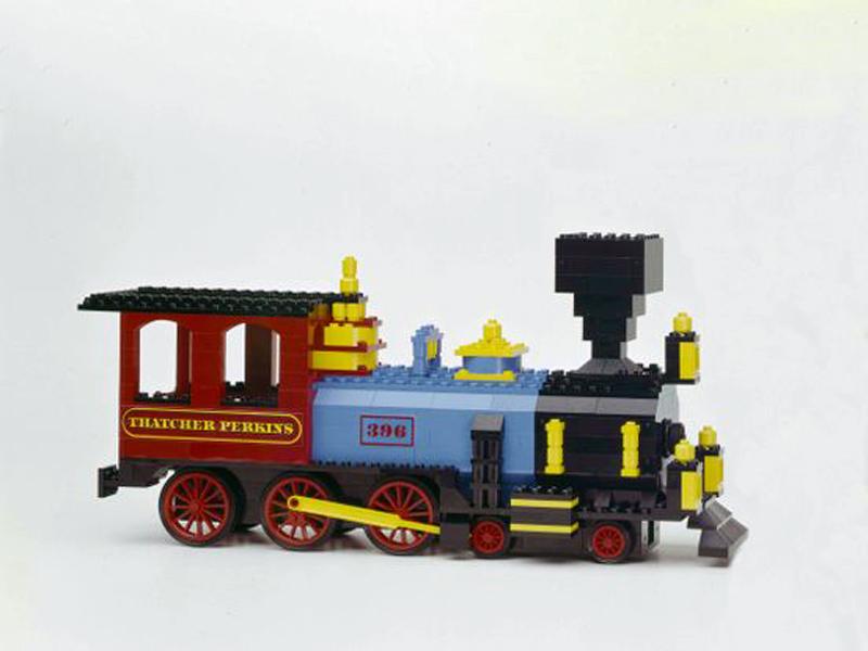 قطار با آجرهای لگو