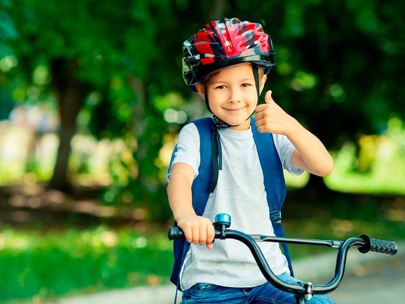 پسربچه دوچرخه سوار