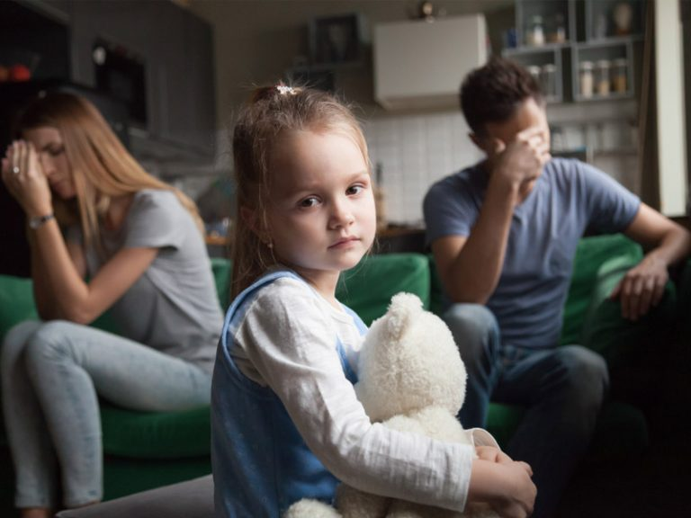 کودک غمگین و مضطرب