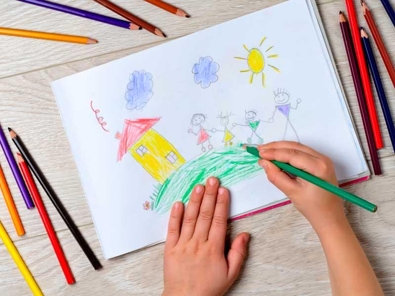 نقاشی خانواده با مدادرنگی