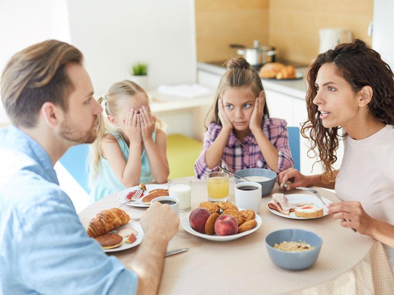 دعوای خانواده در صبحانه