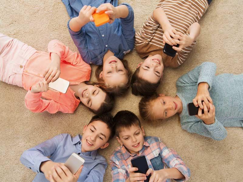 اعتیاد به موبایل بچهها
