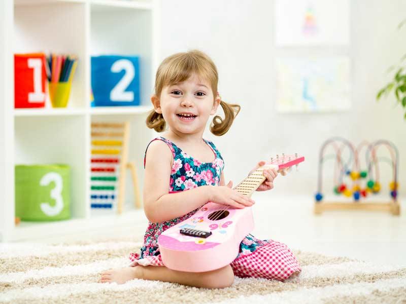دختر گیتاریست