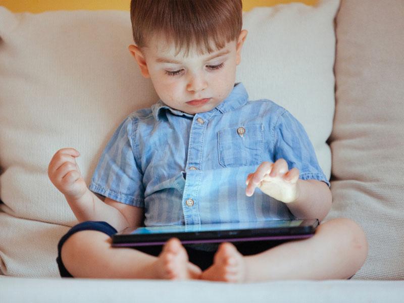 سن مناسب خرید تبلت و موبایل برای کودک