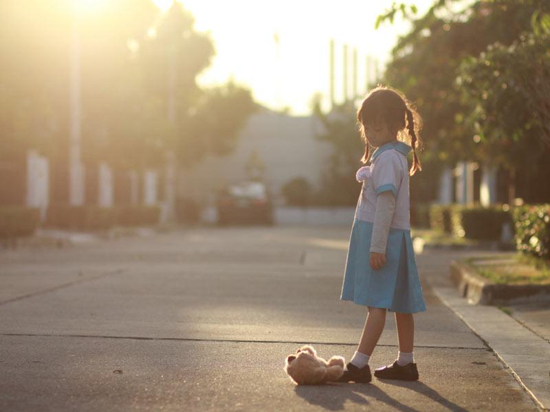 دختربچه غمگین