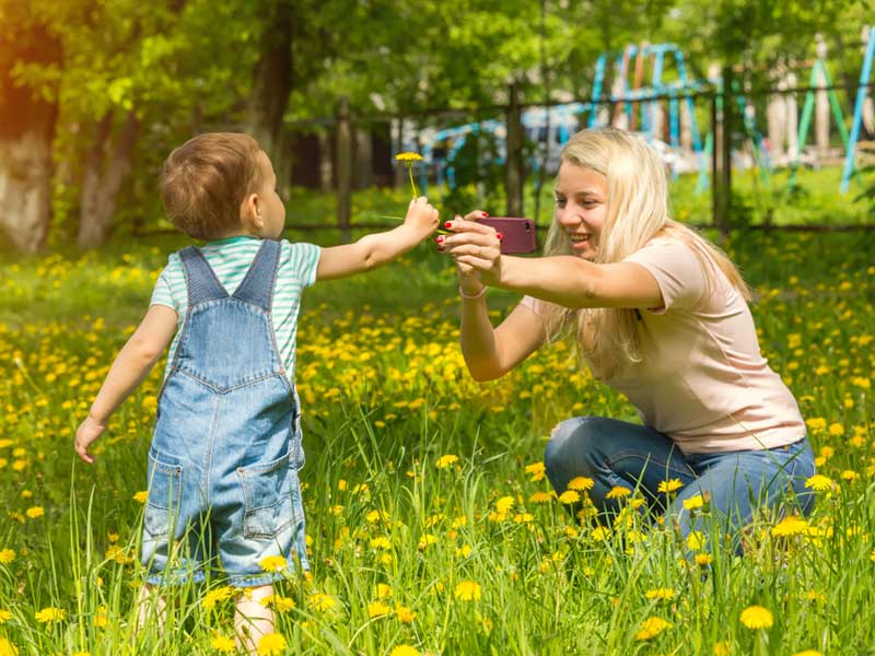 عکاسی مادر از کودک