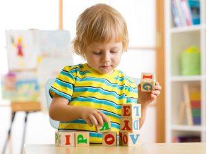 آموزش زبان دوم به کودک را از چه زمانی شروع کنیم؟