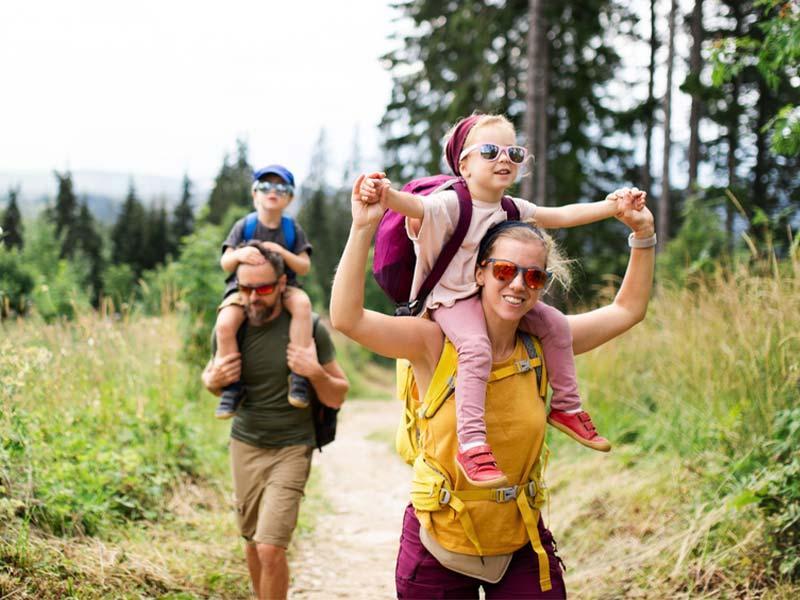 گردش و سفر با بچهها